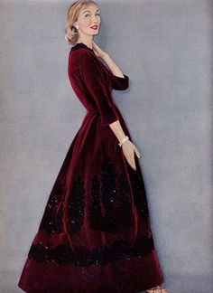 Evelyn Tripp in beautiful claret velvet evening dress with sequinned embroidery by Leslie Morris, photo by Clifford Coffin, New York, American Vogue, Sept. Vintage Outfits, 50s Outfits, Vintage Gowns, Vintage Mode, Vintage Style, Vintage Fall, Vintage Beauty, Vintage Christmas, Fifties Fashion