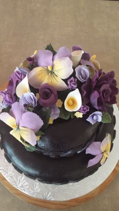 Close up view of the flowers on Bonnie's cake July 2015