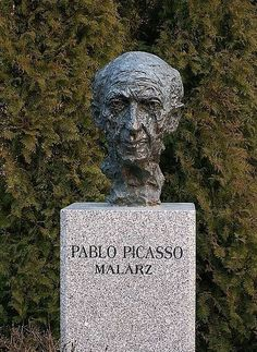 Pablo Picasso The worlds great artist Grave site and tombstone Cemetery Monuments, Cemetery Statues, Cemetery Headstones, Old Cemeteries, Cemetery Art, Graveyards, Pablo Picasso, Unusual Headstones, Famous Tombstones