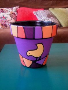 mas by maria beatriz Flower Pot Crafts, Clay Pot Crafts, Crafts To Do, Cute Crafts, Painted Clay Pots, Painted Flower Pots, Painted Vases, Ceramic Pots, Terracotta Pots