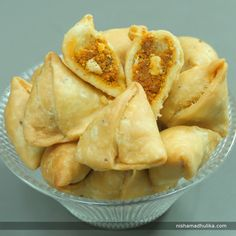 Farsan Mini samosas are tangy, scrumptious and most relished  snack to serve during supper with hot beverages. Recipe in English -https://goo.gl/Naoh9z (copy and paste link into browser)  Recipe in Hindi - https://goo.gl/SPe9y8 (copy and paste link into browser)