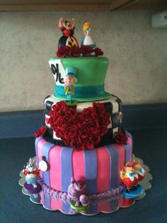 alice in wonderland party ideas Alice In Wonderland Wedding Cake, Wonderland Party, Quince Themes, Sweet 16 Parties, Mad Hatter Tea, Cute Cakes, Cake Creations, Party Cakes, Party Ideas