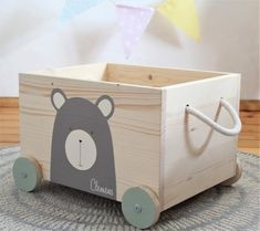 NI studio toy box bear with wheels Diy Wooden Projects, Wooden Crafts, Wooden Diy, Woodworking Ideas To Sell, Woodworking Toys, Baby Room Design, Baby Room Decor, Ideias Diy, Kids Wood