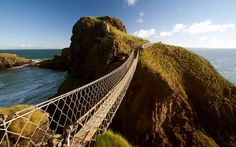 Carrick-a-Rede – a Rope Bridge on a Dramatic Coast in Northern Ireland