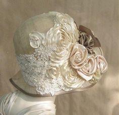Venise lace, silk flowers, and silk ribbon pinwheel flowers. || Zo'n hoedje wil ik ook kinnen dragen.