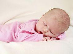 Babypflege ist ein weites und besonders für Erstlingseltern oft unübersichtliches Feld. Kaum ist der Nachwuchs auf der Welt, hat er zahlreiche