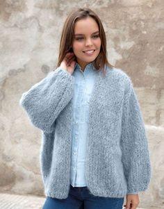 Met dit gratis breipatroon van Katia kun je een lekker ruim vest breien. Dit…
