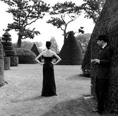 """Rodney Smith. """"Où suis-je ?"""" se demande Madame après s'être réveillée dans ce jardin magique ;-)"""