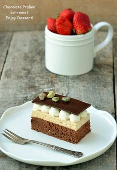 Entremet cu ciocolata si praline - un nume care suna sofisticat, dar care de… Something Sweet, Nutella, Mousse, Caramel, Cheesecake, Dessert Recipes, Food And Drink, Ice Cream, Pudding