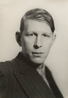 Wystan Hugh Auden - Five Poems / Cinque poesie Writers And Poets, Writers Write, Poetry Magazine, Famous Poets, English Poets, American Poets, Lgbt Community, The Duff, Portrait Photography