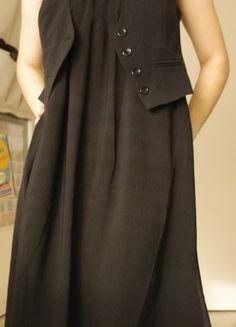 À vendre sur #vintedfrance ! http://www.vinted.fr/mode-femmes/robes-habillees/18912676-robe-noire-longue-et-fluide-geisha
