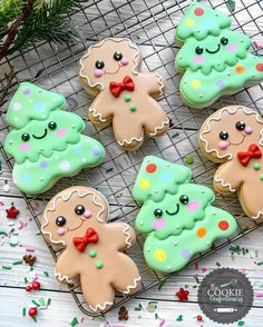 Gingerbread man and Christmas tree cookies decorated with royal icing. Fancy Cookies, Iced Cookies, Cute Cookies, Royal Icing Cookies, Cupcake Cookies, Cupcakes, Cookies Kids, Owl Cookies, Chocolate Cookies