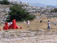 CALERN 2006. Installation de volumes rouges #JeanLouisCHARPENTIER © Land Art, Park, Red, Parks