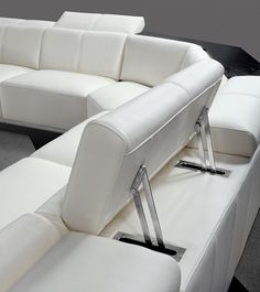 Divani Casa Tempo - Contemporary Leather Sectional Sofa - Live it up in your large living room by creating a conversation area with VIG Furniture's Divani Casa Tempo . White Sectional Sofa, Modular Sectional Sofa, Leather Sectional Sofas, Leather Sofa, White Leather, Italian Leather, Contemporary Sofa, Modern Sofa, Sofa Design