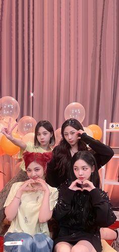 Neon Heart Light, Shinee Taemin, Photo Wallpaper, Cute Wallpapers, Aesthetic Wallpapers, Kpop Girls, 3, Girl Group, Photoshoot