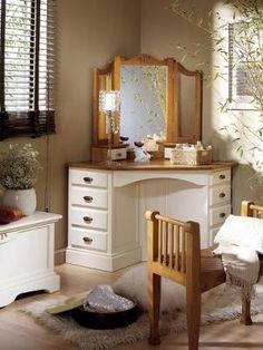 Bedroom Makeup Vanity, Vanity Room, Makeup Dresser, Home Decor Furniture, Furniture Makeover, Diy Home Decor, Bedroom Corner, Small Master Bedroom, Corner Dressing Table