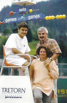 Roger Federer with his dad and mom! Sport Tennis, Play Tennis, Atp Tennis, Roger Fedrer, Roger Federer Family, Mirka Federer, Federer Nadal, Monica Seles, Father Images