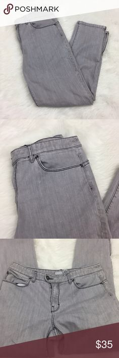 🎃Chico's Platinum Light Gray Skinny Jeans Denim Chico's 0.5 Platinum Light Gray Skinny Jeans Denim Size 6  Waist measurement across: 15.5 inches  Length: 35 inches  Inseam: 26 inches  This has been gently worn with no major flaws.  Please refer to photos for more details. Chico's Jeans Skinny