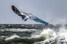 Cuando algo no te llena te vacía. Fuera exprimidores... menos para los zumos  .......... Fot.: STreitler #schleswig-holstein #alemania #germany #worldcup #sylt #pwa #windsurfing #surf #surfing #surfer #surfstyle #ola #wave #agua #water #oceano #ocean #mar #sea #deporte #sport #naturaleza #nature #musica #music ..........  Rural Zombies - Ethereal