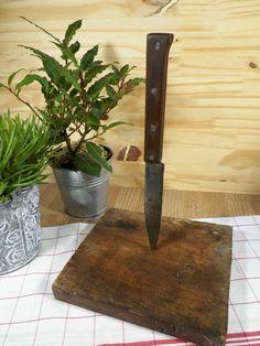Couteau de cuisine ancien fait main avec manche en bois et 4 rivets en acier…