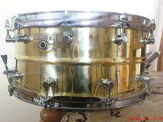 11 lug brass snare
