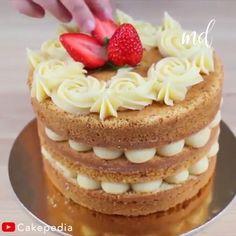 A cake with no crumb coat, interesting and yummy! Banana Recipes, Cake Recipes, Dessert Recipes, Mini Cakes, Cupcake Cakes, Cupcakes, Chocolate Naked Cake, Nake Cake, How To Stack Cakes