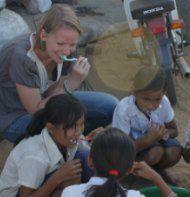 Vrijwilliger Eva: Eind oktober 2011 ben ik naar Cambodja vertrokken om 5 weken als vrijwilliger te werken bij the hopeful children center. Een goede keuze, een fantastische ervaring en iets wat ik nooit meer zal vergeten! http://www.hopefulchildrencenter.org/nl/vrijwilligers/ervaringen/88-vrijwilliger-eva-doet-verslag
