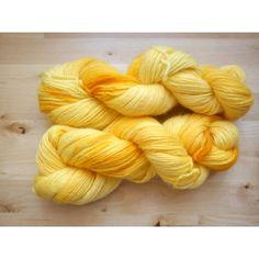 TEF Azafrán    100% lana virgen ideal tejido y fieltrado. 240 metros, 100 gramos.    Agujas 4,5-5-5mm