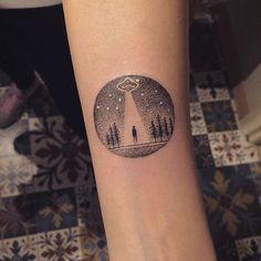Tattoo by Eva. @evakrbdk instagram account. Subterranean Homesick Alien. #ufo #alien #abduction #radiohead