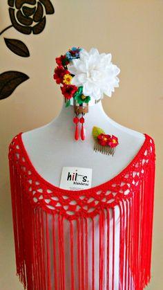 flecos de flamenca color rojo Crochet Cardigan, Crochet Scarves, Christmas Craft Show, Flamenco Costume, Beaded Cape, Crochet Shawls And Wraps, Crochet Borders, Craft Show Ideas, Knitted Fabric
