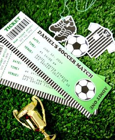 Soccer football birthday party ideas with creative DIY decorations, party printables, food and fun! Soccer Birthday Parties, Birthday Party Desserts, Birthday Cup, Football Birthday, Soccer Party, Birthday Party Invitations, Football Soccer, Football Invitations, Shower Invitations