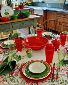The Little Round Table: Red and Green .... not just for Christmas Tablescape