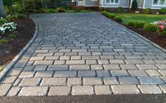 This type of cobblestone walkway is genuinely an impressive design alternative. Outdoor Walkway, Paver Walkway, Front Walkway, Permeable Driveway, Driveway Landscaping, Driveways, Walkways, Cobblestone Driveway, Driveway Design