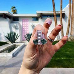 #thatpinkdoor in Palm Springs  midmodpin.com   @sarahjanestone_editor