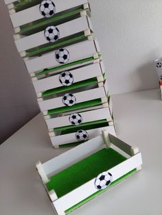 Children's party with a football theme - Celebrat : Home of Celebration, Events to Celebrate, Wishes, Gifts ideas and more ! Soccer Birthday Parties, Football Birthday, Birthday Party Themes, Barcelona Party, Soccer Banquet, Soccer Baby, Football Themes, Sports Party, Ideas Para Fiestas