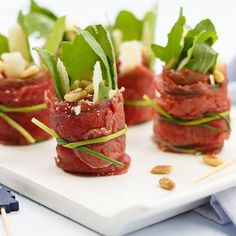 Carpaccio rolletjes – Food And Drink Snacks Für Party, Appetizers For Party, Appetizer Recipes, I Love Food, Good Food, Yummy Food, Tasty, Fingers Food, Healthy Snacks