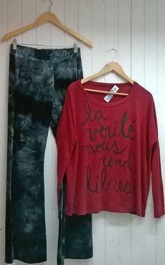 oxford batic en velvet negro + sweater bordó ancho letras