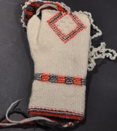 Twined knitted mitten from Sollerön in Dalarna, Sweden.