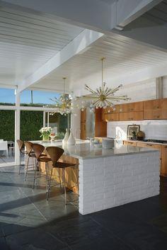 Modern Kitchen Lighting, Modern Kitchen Design, Modern Interior Design, Kitchen Designs, Midcentury Modern Interior, Palm Springs Interior Design, Interior Designing, Mid Century Modern Kitchen, Mid Century Modern Design