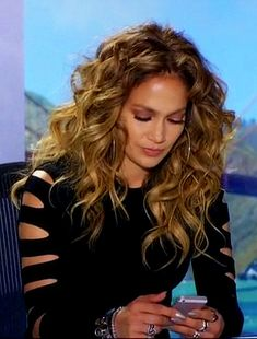 Pinterest: DEBORAHPRAHA ♥ Jennifer Lopez on American Idol with big curly hair, lots of volume and texture. I love this hair style!! It's very 80s chic. #jlo #jenniferlopez