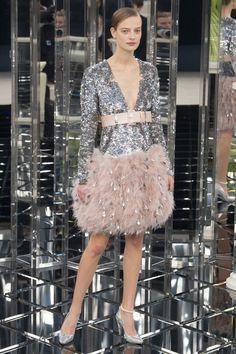 Chanel - Spring 2017 Couture Fashion Show Paris Fashion Week PFW Haute Couture Chanel Couture, Fashion 2017, Runway Fashion, Spring Fashion, Fashion Outfits, Fashion Trends, Paris Fashion, Stylish Outfits, Collection Couture