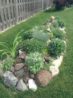 Amazing Modern Rock Garden Ideas For Backyard (52) #modernyardflowerbeds #moderngardendesign #landscapingideas #GardenIdeas