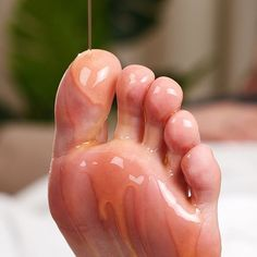 Improve your health with a foot massage 🦶Improve health articles Massage Tips, Massage Techniques, Foot Massage, Massage Therapy, Spa Therapy, Natural Health Tips, Natural Health Remedies, Health And Beauty Tips, Home Health Remedies