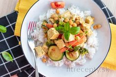 Fitness recepty s vysokým obsahom bielkovín Garam Masala, Avocado Egg, No Cook Meals, Tofu, Cobb Salad, Zucchini, Healthy Recipes, Healthy Food, Food And Drink