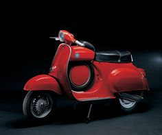 "Vespa Super Sprint 90, 1966 - A special series derived from the Vespa 50/90 cc and the ""new"" 125, the hold-all was positioned between the saddle and the handlebar for a more ""laid-back"" riding style. The handlebar was narrow and low, and the mudguard and cowling were streamlined. With an engine capacity of only 90 cc, it could do 93 km/h."