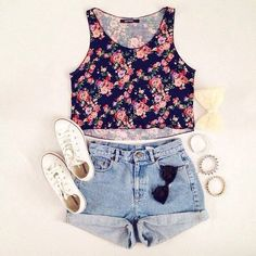 Floral top with shorts and white trainers. Perfect girly look for the summer <3