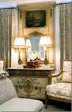I love Faudree's vignettes – the chests and chairs in the corners with mirrors and lamps and antique boxes.