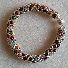 bracelet arlequin en perles miracle 3 mm 2 de Les Bijoux de Vitine sur DaWanda.com