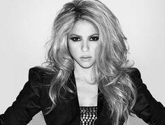 Shakira--great hair & makeup.