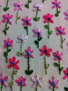 This is pretty happy! Hand Embroidery Projects, Hand Embroidery Flowers, Hand Embroidery Tutorial, Embroidery On Clothes, Hand Work Embroidery, Simple Embroidery, Hand Embroidery Stitches, Silk Ribbon Embroidery, Hand Embroidery Designs
